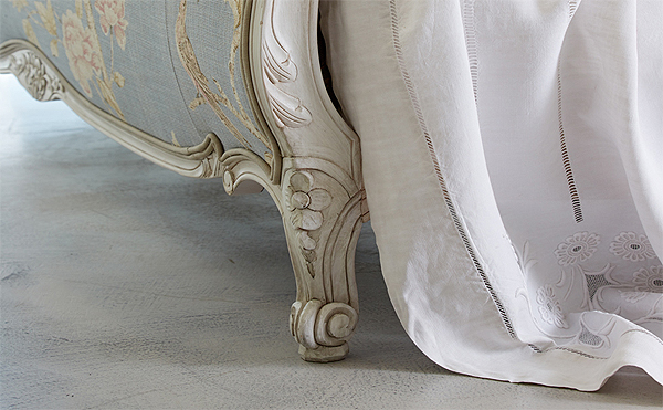 simon horn louis xv upholstered detail
